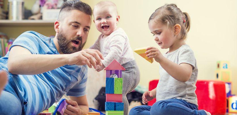 Երեխաները դիտում են մեծահասակներին և սովորում