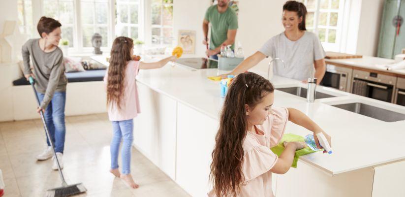 Ինչպե՞ս սովորեցնել դեռահասին ՝ օգնել տան գործերում
